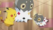 EP816 Pikachu junto a Scatterbug y Spewpa.png