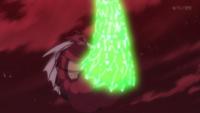 Mega-Gyarados de Lysandre/Lysson usando cola dragón.