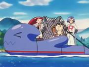 Equipo/Team Rocket en la balsa de Wobbuffet.