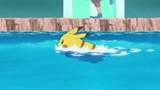 EP945 Pikachu nadando.jpg
