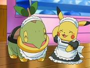 EP531 Turtwig y Pikachu vestidos para atender en el café.png