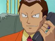 EP278 Giovanni hablando por teléfono.png