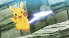 Pikachu salvaje usando cola férrea.