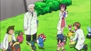 EE10 Examinando Pokémon.jpg