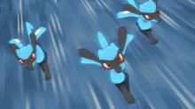 Riolu de Ash usando doble equipo.