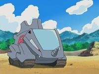 Rhyhorn mecánico, es un regalo del profesor Namba a Cassidy y Butch.