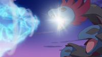Hydreigon usando Dragoaliento para golpear al Dragonite de Iris