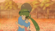 EP1051 Lulú abrazando a su madre.png