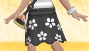 Falda de Flores Negro.png