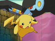 EP528 Luxray sujetando a Pikachu.png