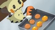 EP1010 Mimikyu haciendo dulces.png