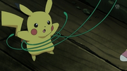 EP668 Snivy sujetando a Pikachu.png