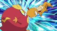 Scraggy usando cabezazo/golpe cabeza contra Darumaka.