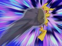 Pikachu siendo golpeado por puño sombra.