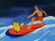 EP069 Puka y Victor surfeando.png