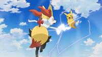 Pikachu de Ash usando cola férrea (derecha).