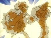 EP075 Pokémon electrocutándose.png