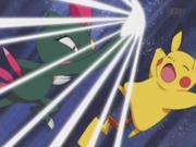 EP273 Sneasel usando garra metal contra Pikachu.png