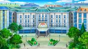 EP807 Centro Pokémon de Luminalia (exterior).png