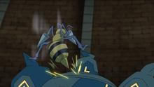 Beedrill de Goh usando doble ataque.