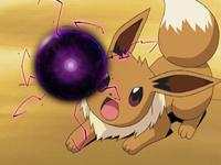 Eevee usando bola sombra.