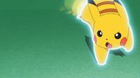Pikachu de Ash usando ataque rápido.