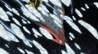 Alud del Avalugg de Édel golpeando al Talonflame de Ash.