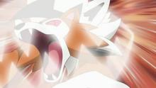 Lycanroc crepuscular de Ash usando mordisco.