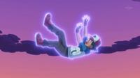 ...para salvar a Ash de una caída.