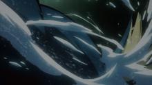 Mega-Gyarados usando acua cola.