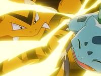 ... y luego golpea al Bulbasaur de Ash al cual posteriormente debilita.