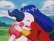 EP064 Estela abrazando a Mr. Mime.png